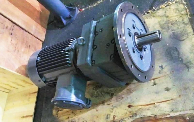 R减速机,单相电机减速机,齿轮减速机,同轴减速器.jpg