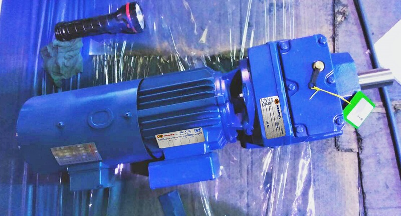 R系列减速机,132KW减速机,变频电机减速机.jpg