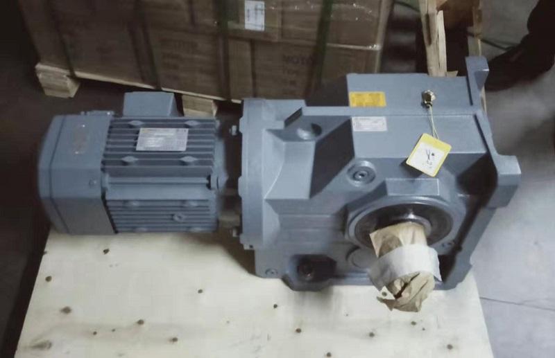 输送带减速机,齿轮箱,齿轮减速电机.jpg