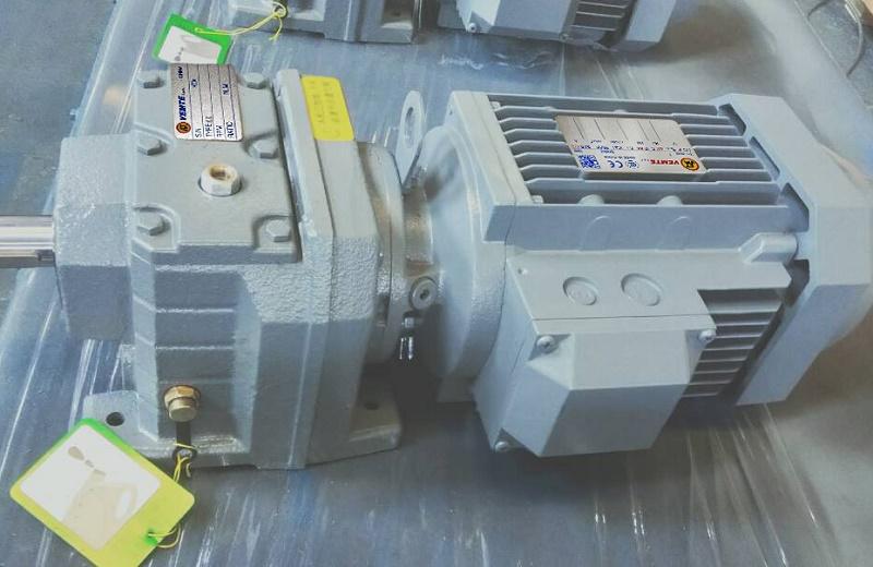 玉米收割机减速器.jpg