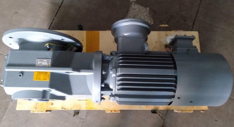 带动34.5T吨的减速电机.jpg