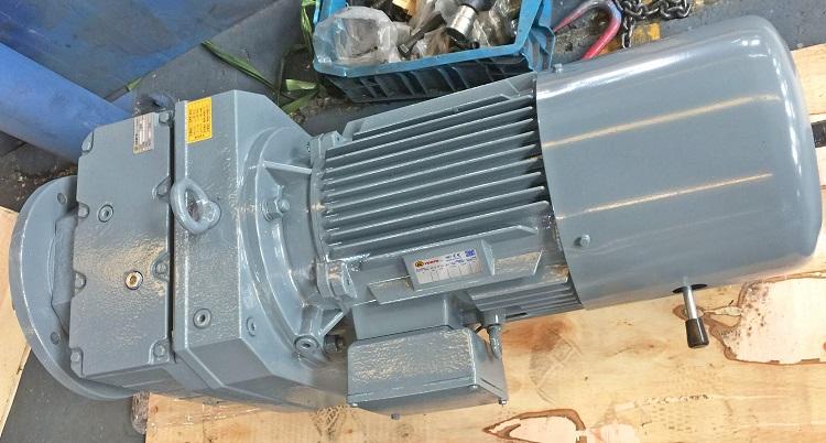 矿山机械上用的2600W电机减速机.jpg