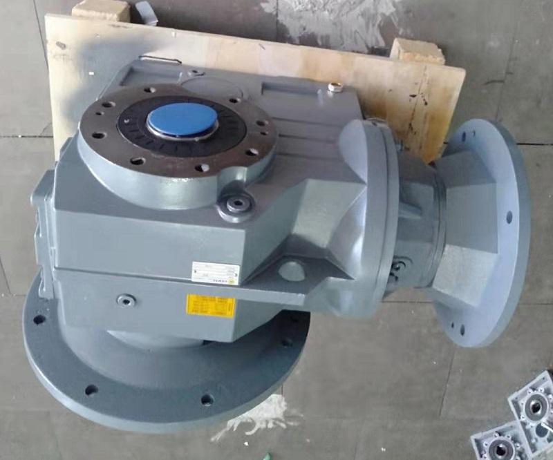 直角减速机配7500W制动电机用在农牧机械.jpg