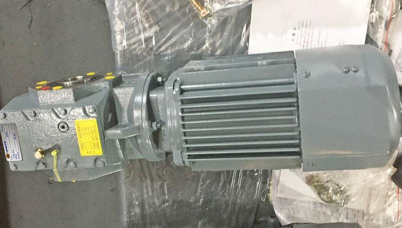 蜗轮减速器带22000W电机用在矿用减速机.jpg