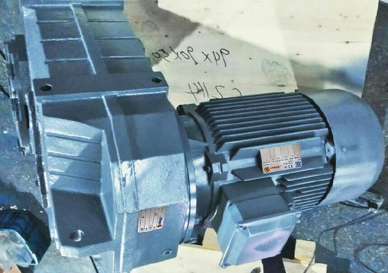 平行轴斜齿轮减速机配三相电机.jpg
