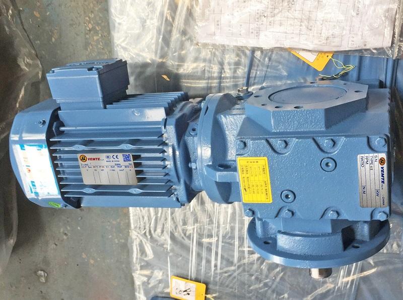 自锁减速机配刹车电机用在翻转机构.jpg