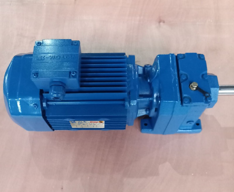 R系列减速机带0.12KW电机.jpg