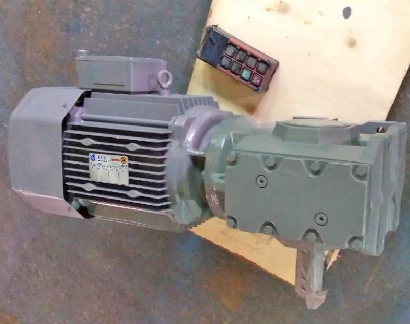 S系列减速机带0.37KW电机.jpg