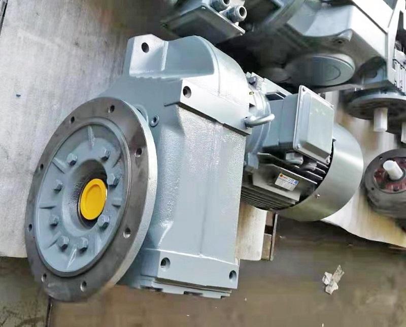 110KW电机减速机,采煤机减速机,减速机选型样本下载,110000W减速电机.jpg