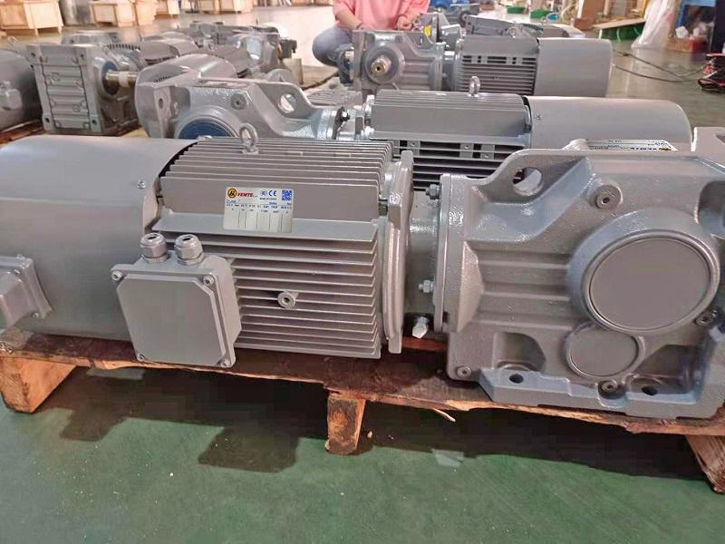 160KW电机减速机,破碎机减速机,减速机选型样本,采石场减速电机,160000W减速器.jpg