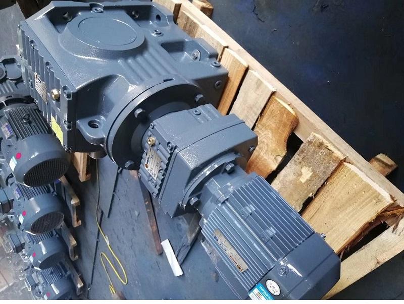 S57RF17DRE63M4,S57RF17DRS63M4,S57RF17Y0.12KW,S57RF17DT71M4系列减速机型号.jpg